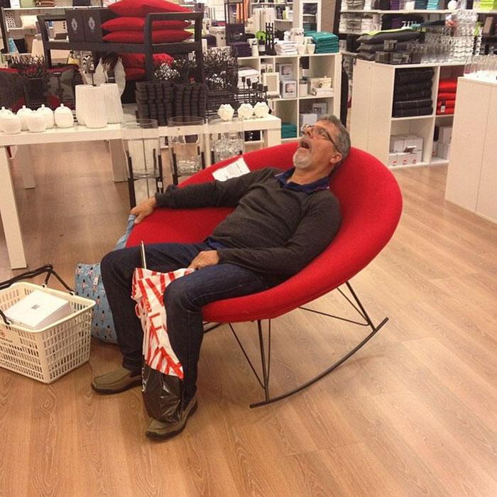 mağazada uyudum